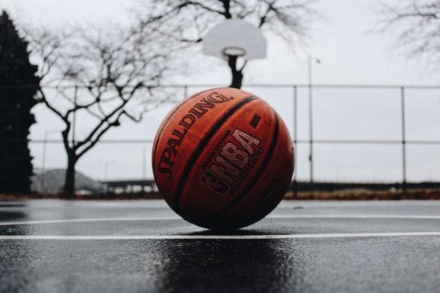Basketbalisté na válečném sprintu