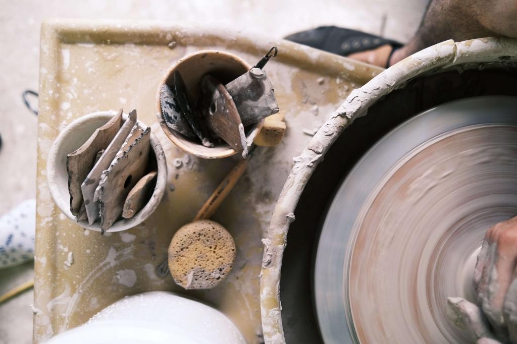 Otevřená keramická dílna roztáčí kruhy
